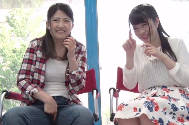 『見られるのってイイかも♡』美女2人が友達同士で見せ合いオナニー!恥ずかしいのに…マンコを擦る手が止まらない!