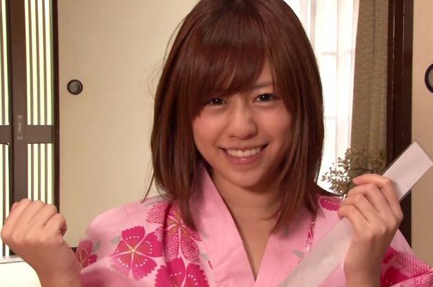 『みなさんの…おっきいですね♡』瑠川リナがタオル一枚の羞恥姿で男風呂へ!客のチンポをフェラする過激ミッション!