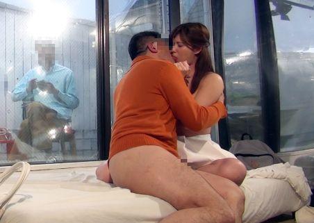 『あの人より…気持ちイイです♡』美人奥様と義父で過激ミッションに挑戦!外の夫をよそに欲情するまま背徳セックス!