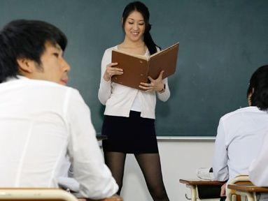 『お願いもうやめてぇ…いやぁぁー!!』人妻の美人教師に欲情する男子生徒ども!肉欲むき出しで輪姦レイプする鬼畜!
