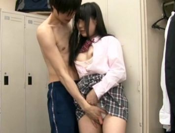 『先輩の…挿入れてください♡』激カワ制服美少女が片思いの先輩の裸体に発情!学校で淫らにハメまくる誘惑セックス!