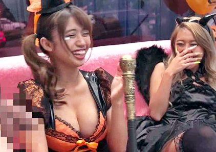 『いちばん奥まで届いてるぅ♡』ハロウィンで浮かれるコスプレ巨乳ギャルにデカチン挿入!乱交セックスの快楽に悶絶!