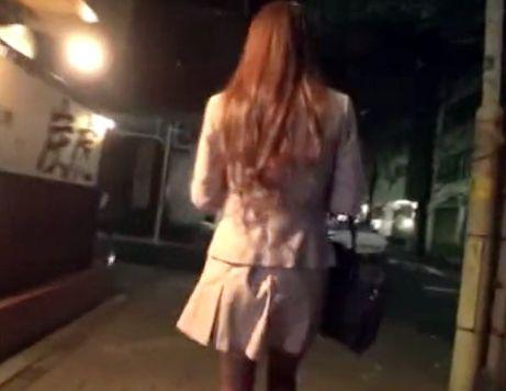 『ぎゃぁぁあっ!!助けてぇぇぇ!!』美人OLの帰宅を狙って夜道をストーキング!そのまま部屋へ押し入りレイプ!