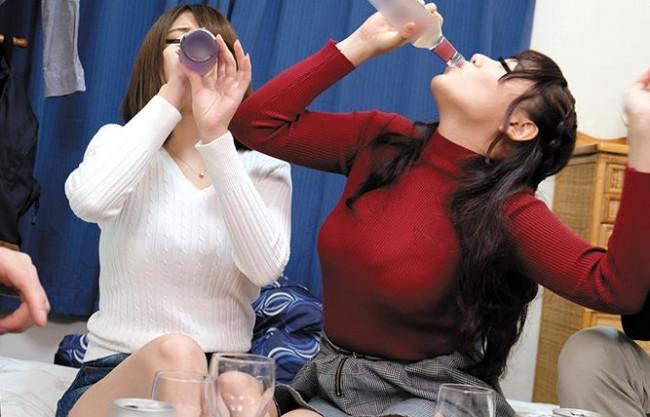 『んあー…気持ちイイよぉー♡』田舎娘の女子大生が飲み会で泥酔!ベロベロになって見境なくハメまくる乱交ファック!
