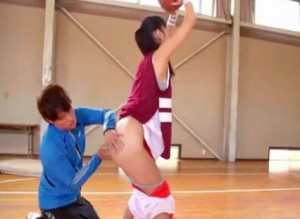 『コーチぃ!ダメですぅ♡』巨乳アスリート美女がHカップボディをイタズラされる!変態コーチのチンポに悶え狂う!