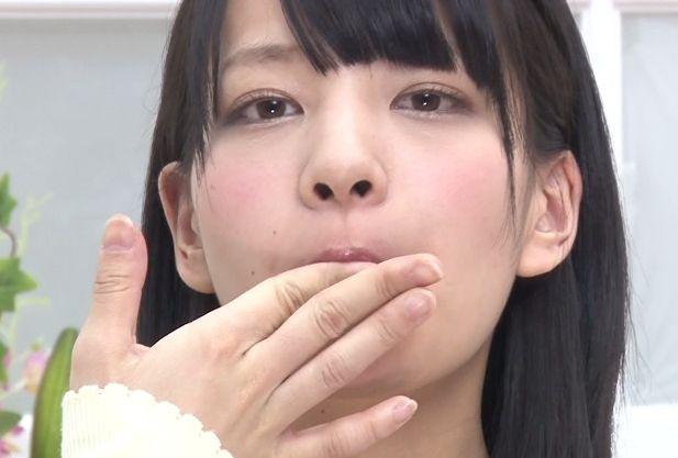 『ングッ!ジュルルッ!!』美人女子アナがカメラの前でザーメンごっくん!休む間もなく精液を飲みまくる変態美女!