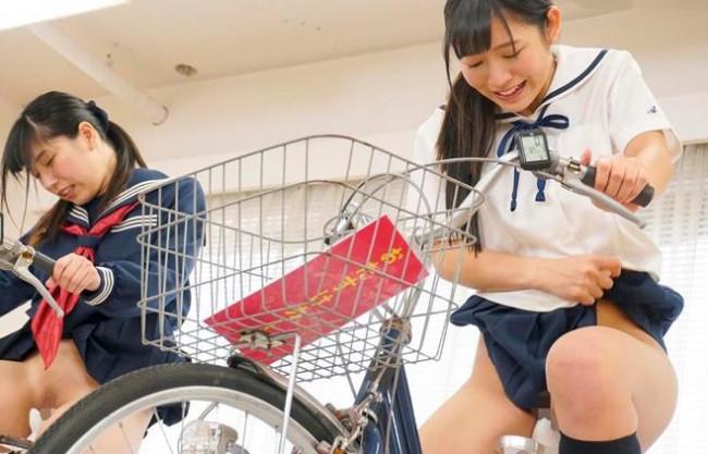 『こんなの無理だよぉ…イックゥゥ♡』素人美女がアクメ自転車に跨り変態レース!負けたら即ハメの罰ゲームファック!