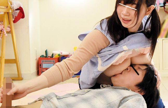『おっぱいおいちぃでちゅか~?♡』巨乳保育士の前で保護者がお子様化!授乳手コキでバブらせる赤ちゃんセックス!