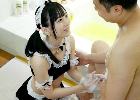 美少女メイドがお風呂でご奉仕♡ご主人様のチンポを咥え込み濃厚ザーメンをごっくんして搾り取る!