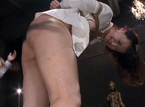 『私は皆様のメス奴隷です…』美人奥様が変態だらけの住人たちの手でSM調教!緊縛され淫らな本能を覚醒させられる!