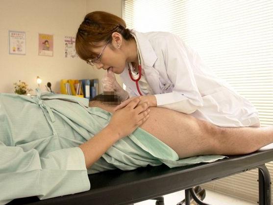 『まだまだ出せるでしょ♡』美人女医が淫らな手つきで患者のチンポをシコシコ!強烈な手コキテクで搾り取る連続射精!