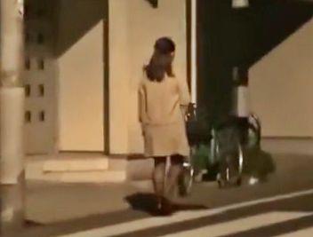 『えっなに!?やめてぇぇえ!!』美人奥様の帰宅を付け狙い玄関前で襲撃!室内へ押し込み凌辱レイプするガチ鬼畜男!