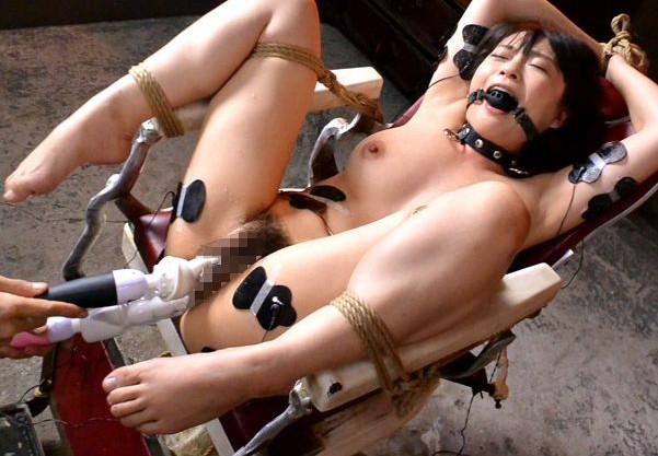 『あぁぁあっ!!らめぇぇえぇ!!』拘束ボールギャグ美女のマンコとアナルを2穴責め!激しい快楽に悶絶イキ狂う!