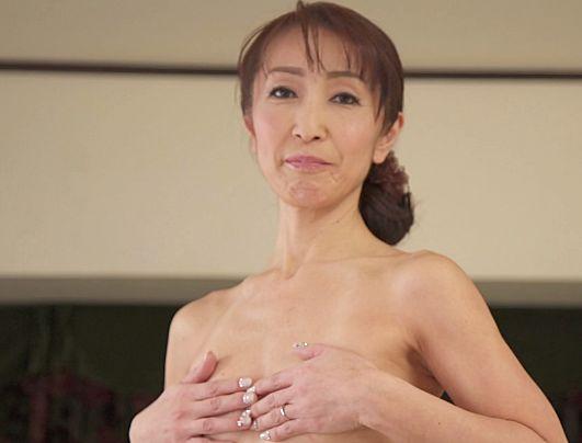 53歳の完熟奥様が夫にナイショで不倫ファック!スレンダーボディを悶えさせ快楽を貪る初撮りセックス!