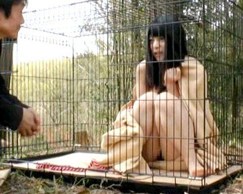 ◆上原亜衣◆変態男たちに全裸飼育される巨乳美少女!逃走不可能な絶望的環境でひたすら輪姦される家畜レイプ!