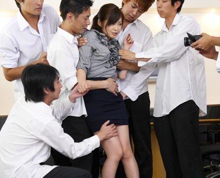 ◆石原莉奈◆美人教師が鬼畜生徒たちに襲われ職員室で凌辱レイプ!濃厚ザーメンまみれで顔中ベタベタに!