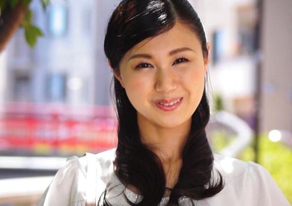 『未経験です…』28歳の清楚系美女はまさかの処女!箱入りお嬢様が男性経験を求めて初めてづくしのAVデビュー!
