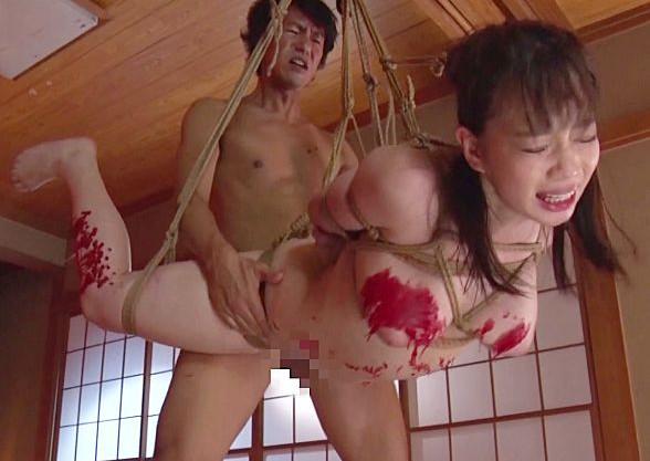 『もっと犯してください!』美人OLが荒縄で緊縛され宙吊りファック!激しいドM調教に悶え狂う巨乳ボディ!
