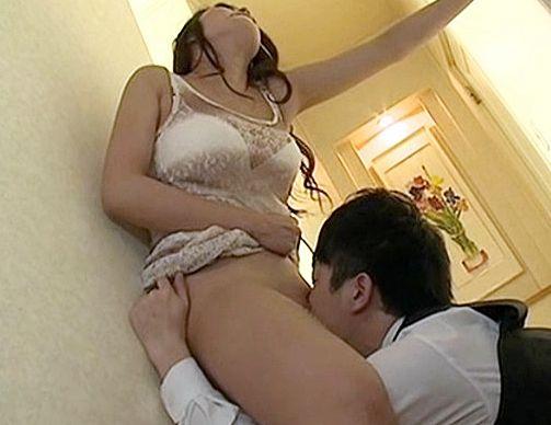 単調な性生活に飽き飽きな美人奥様が他人棒に欲情!デカチンの魅力に即堕ちでねっとり舌を絡める不倫セックス!