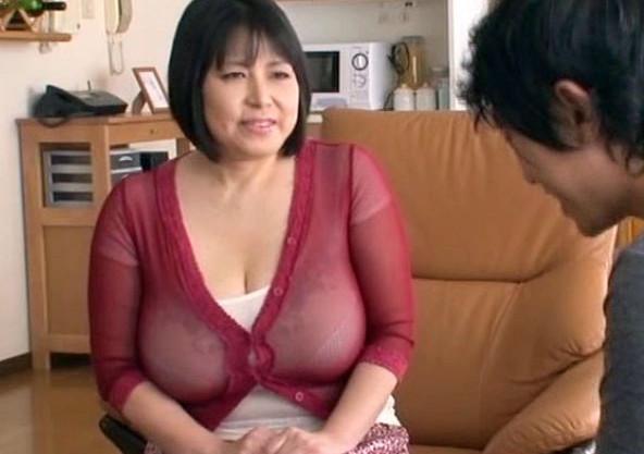 【デカパイ熟女】Lカップ123cm巨乳に釘付け!友達のお母さんに欲情する男がおデブ豊満ボディと肉弾セックス!