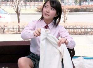 【素人企画】制服美少女を騙しておっぱいマッサージ!卑猥なテクに悶絶し発情マンコにそのままチンポをブチ込まれる!
