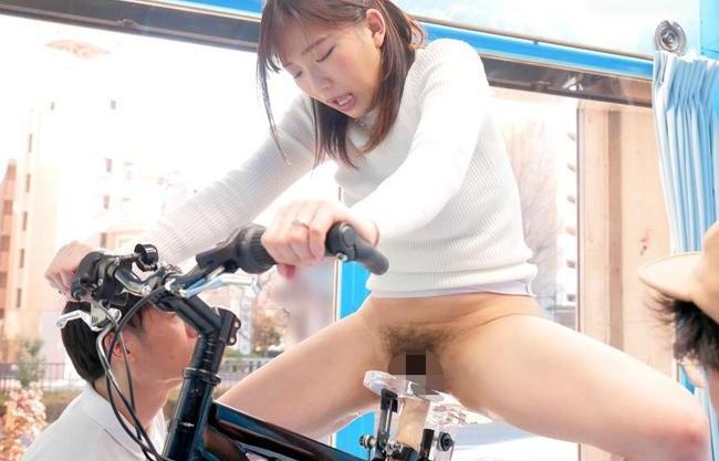 【人妻企画】ママチャリ奥様がアクメ自転車に乗車体験!賞金欲しさに快楽で悶え狂い潮吹き噴射でイキまくる!
