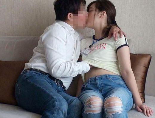 【SOD女子社員】新人OLが仕込みの男性と恋人関係に落ちて…イチャラブプライベートセックスを撮影される!
