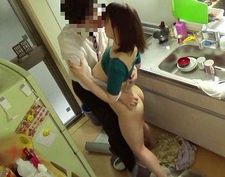 【盗撮】清楚な美人奥様が間男の甘い誘惑に陥落!夫を裏切り巨乳を晒してよそのチンポに寝取られる不倫セックス!