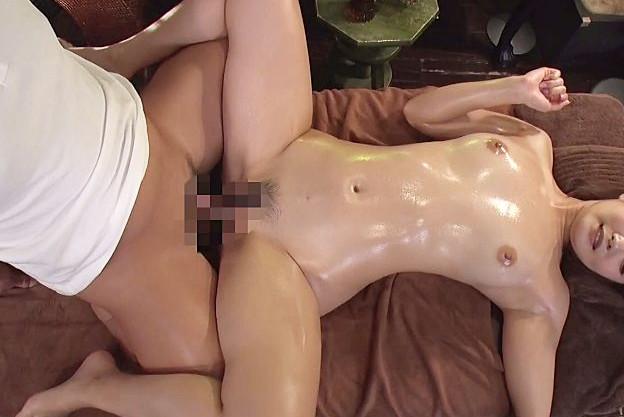 美人奥様がスペンス乳腺とポルチオを刺激され悶絶!性感エステで発情し淫獣のようにチンポを貪るイキ狂いセックス!