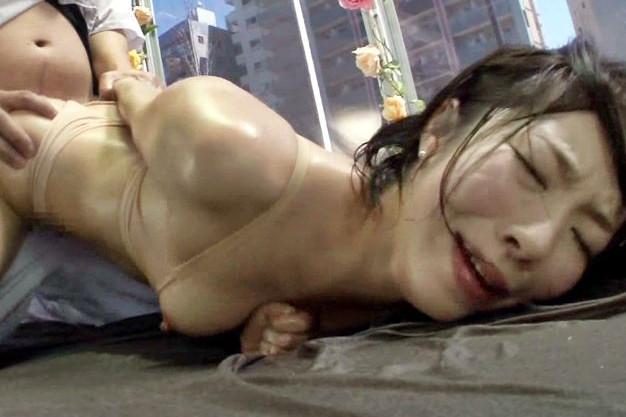 【素人企画】欲求不満な美人奥様が媚薬エステで性欲爆発!ご無沙汰マンコを発情させ他人棒に寝取られる浮気セックス!