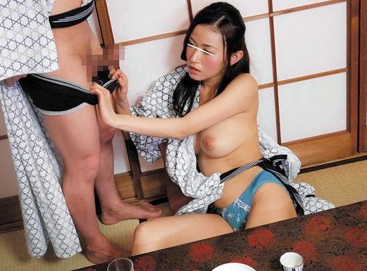 出張先の温泉旅館で酔って説教する美人上司!浴衣からはだける巨乳で勃起する部下チンポに発情…肉食セックス開始!