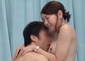 【素人企画】美人上司が思いを寄せる男性部下と野球拳対決!お互いの裸にすっかり発情し一線を越えてセックス開始!