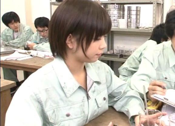 ◆紗倉まな◆男ばかりのクラスにたった1人の激カワ美少女!男子生徒の思春期チンポをトイレで優しくフェラ抜き♡