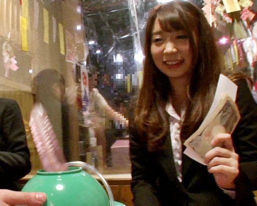 【素人企画】居酒屋のカップル彼女が店内で強力バイブ体験!お金と快楽に負け彼氏放置でそのまま他人棒とハメ狂う!