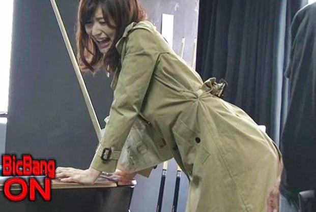 美人女優のマンコにビッグバンローターを仕込んでスイッチON!衆人環視のなかで狂ったようにイキまくる羞恥絶頂!