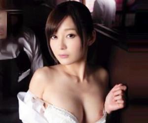 ◆石原莉奈◆ネカフェの巨乳美人店員に欲情する変態店長!周囲に客がいるのに襲いかかり声我慢セックスを強要する!