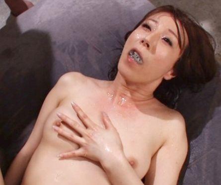 ◆澤村レイコ◆美熟女優が男たちのくっさい小便ごっくん!大量おしっこに悶える変態マンコへブチ込み中出しセックス!