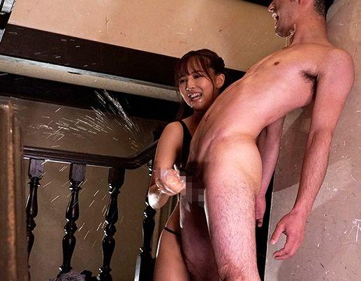 ◆三上悠亜◆アイドル美少女がドM男を痴女責め!腰を仰け反らせ悶絶するチンポを手コキでシゴき倒し男の潮吹き!