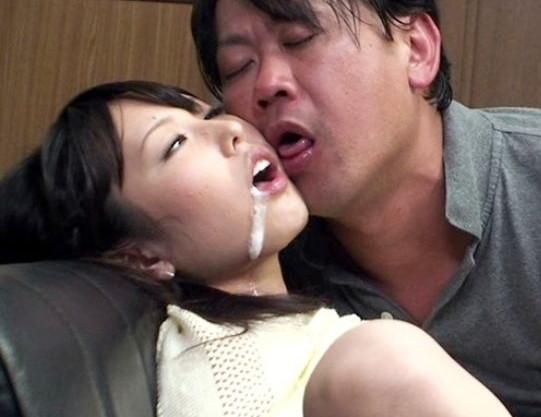 『パパのチンポ入れてぇ!』仲良し父娘を騙して強力媚薬を投入!理性崩壊で泡吹きガンギマリ発情しハメ狂う近親相姦!