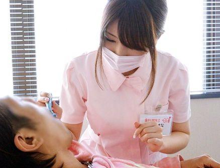 Hカップ巨乳の美人歯科衛生士がお昼休みにAVデビュー!白衣にマスク姿のまま即ハメされ仕事の合間に悶絶セックス!