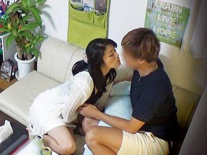 【盗撮】47歳の美人奥様がイケメン男のナンパに落ちてお持ち帰り!夫を裏切り若チンポとハメ狂う寝取られセックス!