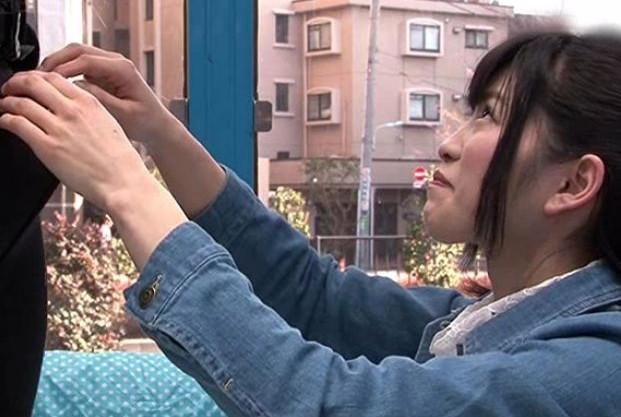 《素人企画》上京したての純情美少女が初めてのデカチン体験!のどじゃくりフェラで発情したマンコが即ハメで悶絶!
