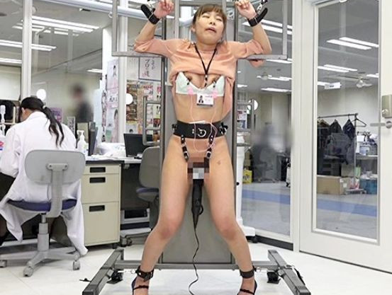 《SOD女子社員》美人OLにガラス張りの部屋で強力電マ固定放置!仕事中のオフィスで羞恥にまみれてイキまくる!