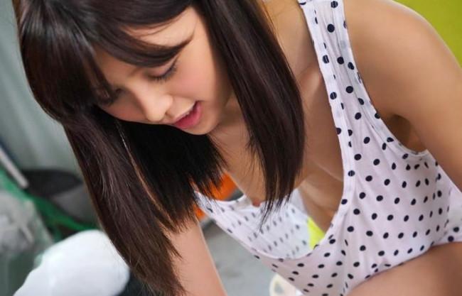 ◆葵つかさ◆激カワ美女のユルい胸元から乳首チラリ♡欲情する業者の男たちが辛抱たまらずチンポをねじ込む!