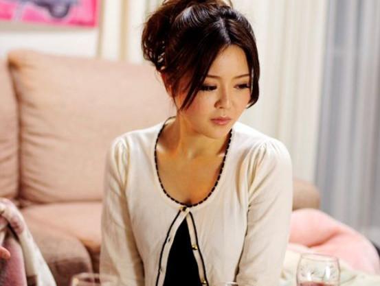 『お願いです…もう許して…』美人奥様が夫の上司の脅迫されいいなりに!貞淑マンコを好き放題に犯され恥辱の悶絶!