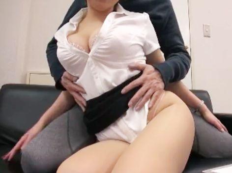 『なんでもサービスします♡』保険屋のお姉さんはロケット爆乳!エッチなカラダで密着勧誘する即ハメ枕営業セックス!