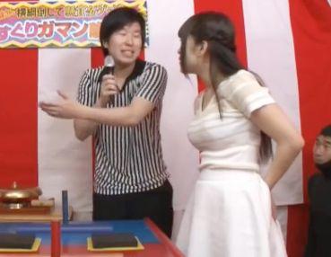 【エロゲーム】素人美女が悶絶必至のくすぐり腕相撲に挑戦!負けるとお仕置きチンポをねじ込まれて即ハメセックスww