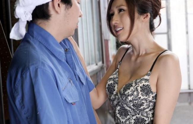 『お願い中にちょうだぁい♡』中出しおねだりのドスケベ巨乳美女ww逆痴漢でチンポを誘惑して即ハメ種付けセックス!