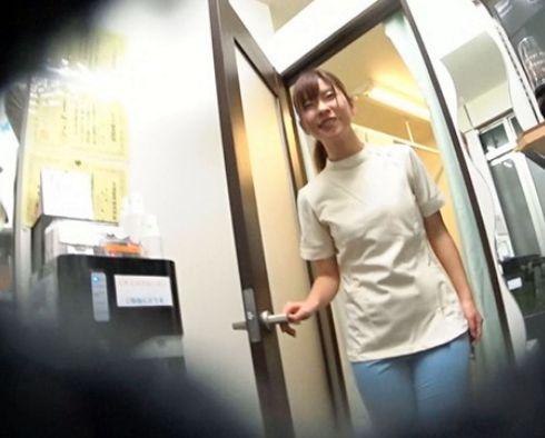【隠し撮り】エロカワ若奥様の欲しがりマンコに他人棒挿入!美人整体師さんを部屋へ連れ込み寝取り不倫ファック!
