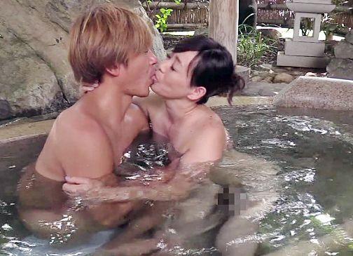 『ダメぇ…欲しくなっちゃう…』混浴温泉で見た義母のカラダがあまりにエロすぎて…欲情する娘婿が禁断のチンポ挿入!